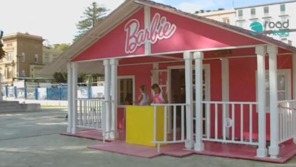 La casa di barbie fa tappa a napoli (video)   road tv italia