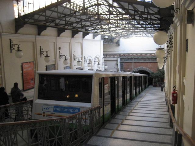 Funicolare centrale di Napoli: slitta la data di apertura