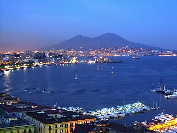 """Innamorati di Napoli, visite guidate con """"Ciceroni illustri"""""""