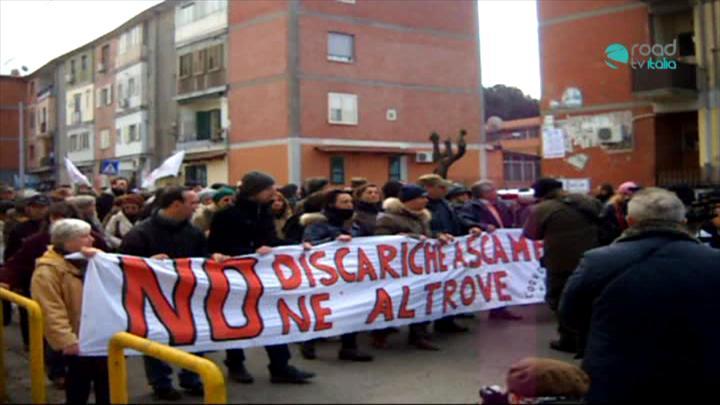 Discarica a Scampia, cittadini in rivolta