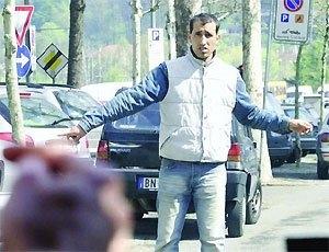 Parcheggiatore abusivo viene fermato, scappa, ma viene inseguito ed arrestato