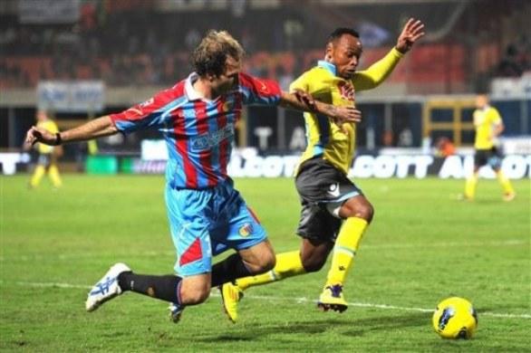 Catania amara per il Napoli. Gli azzurri sconfitti 2-1