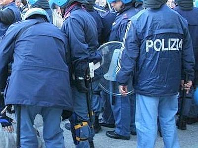 """Manifestazione di Napoli del 26.11.2011 vista da """"destra e da sinistra"""""""