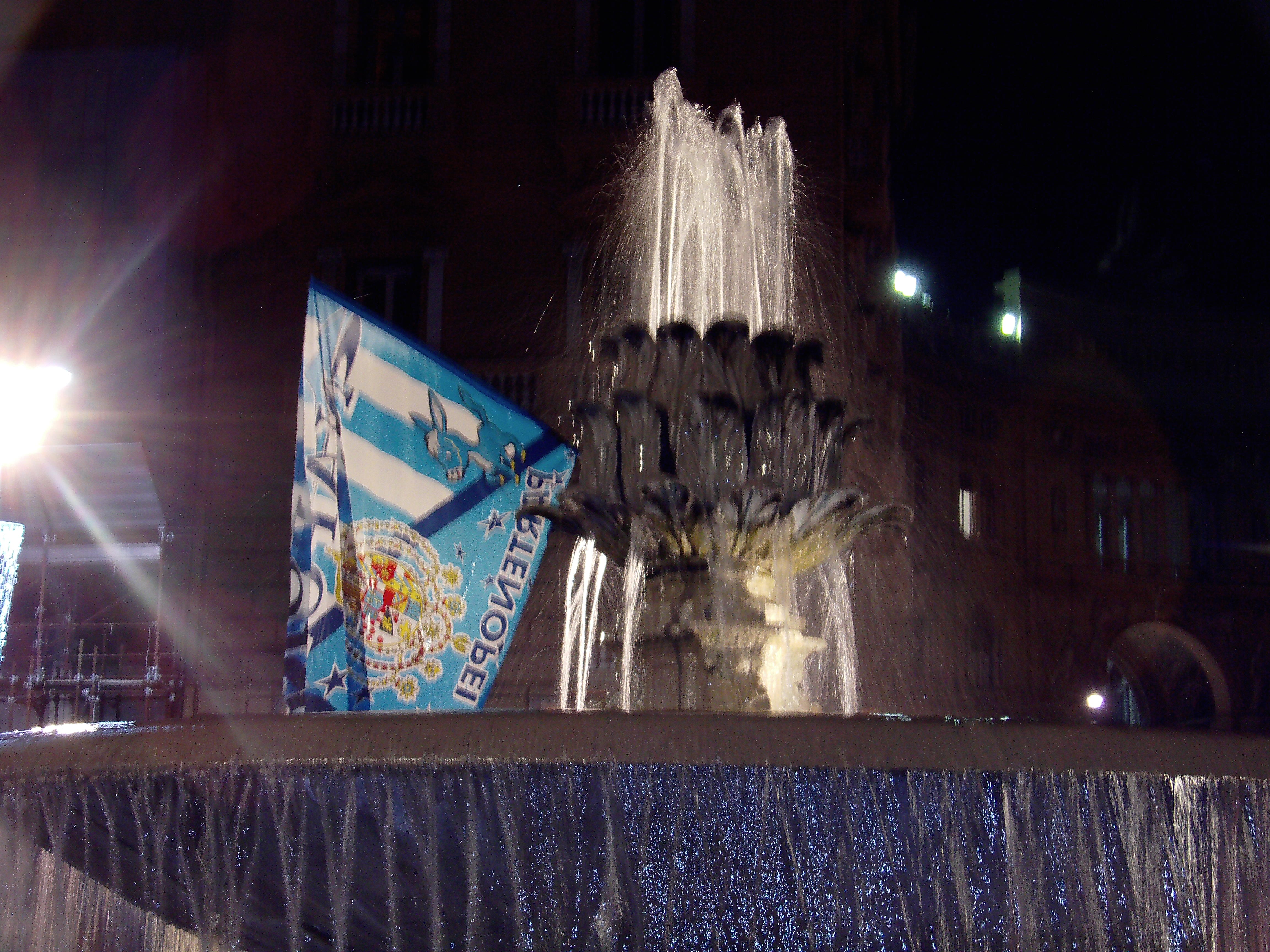 Video Champions: Tifosi del Napoli all'aereoporto. Chi sarà il prossimo avversario degli azzurri?