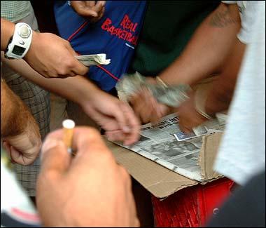 Il gioco delle tre carte a Londra, descrizione di una truffa organizzata.