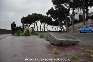 Napoli: marciapiedi inutilizzabili a via Manzoni