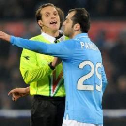 Video esclusivo: l'arbitro Banti lascia lo stadio San Paolo dopo Napoli Cesena