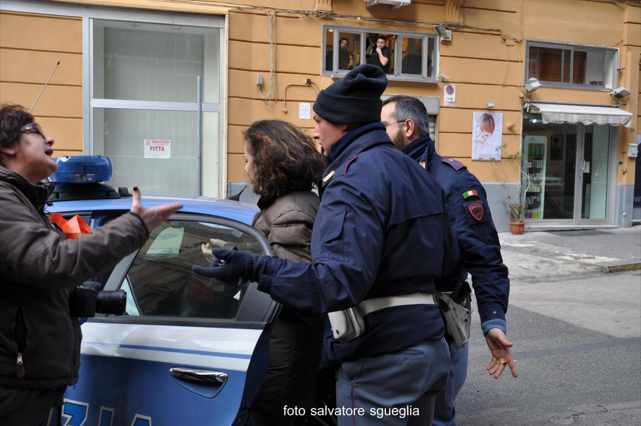 Video INTEGRALE del fermo di Raffaella Forgione durante la manifestazione dalla polizia