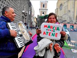 La 'marcia degli indignados' arriva a Piazza del Gesù