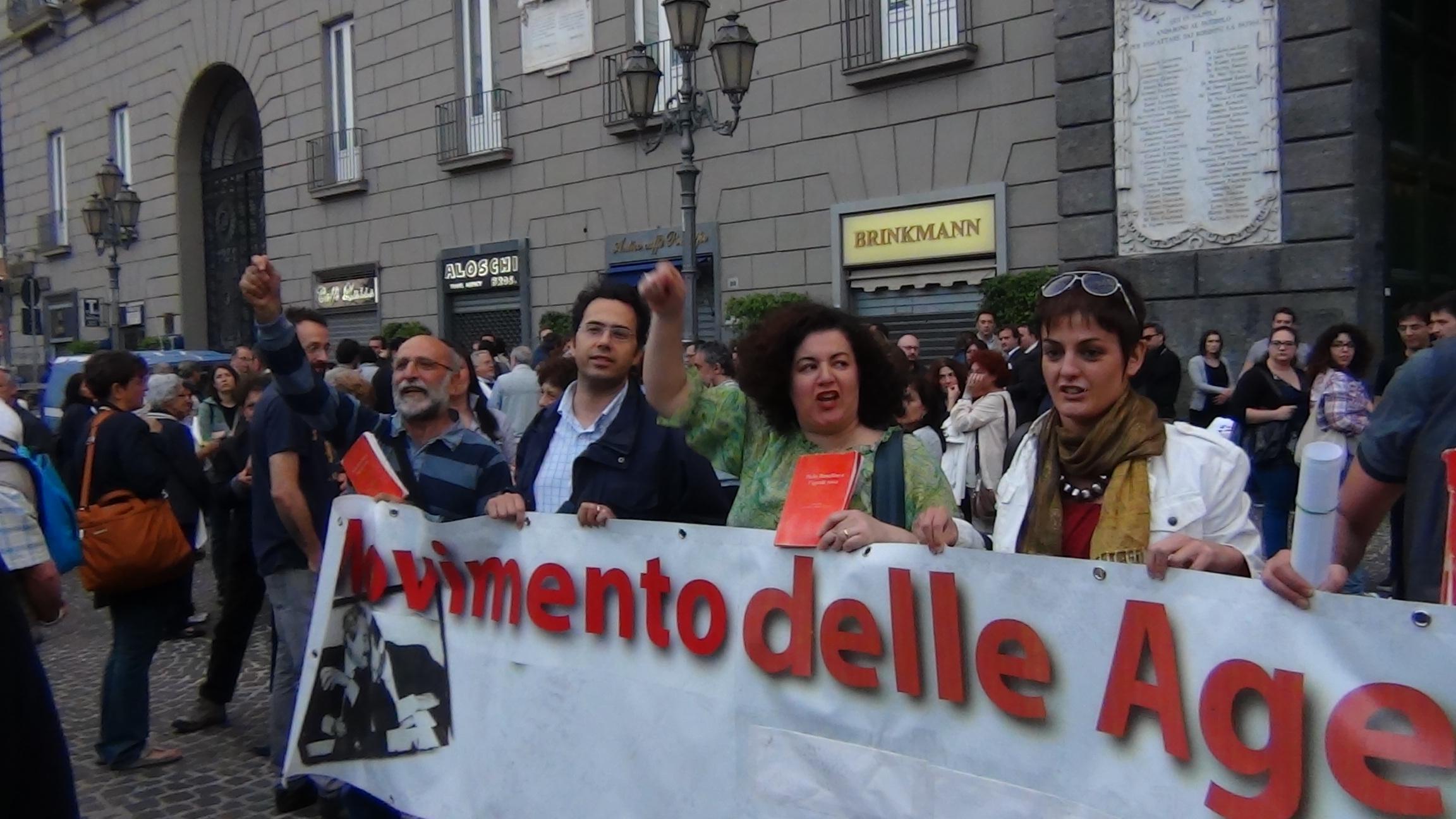 La citta' di Napoli vicina agli alunni della Scuola Morvillo Falcone di Brindisi.