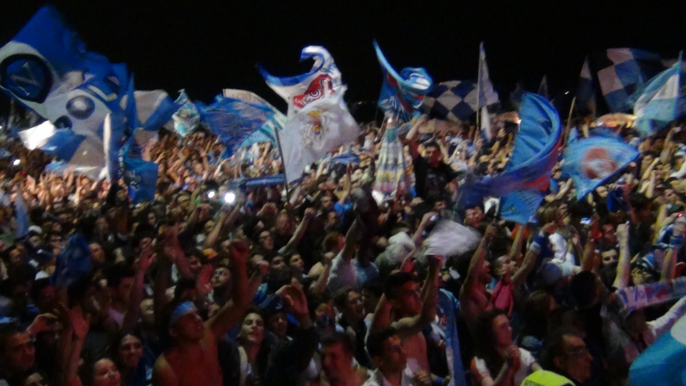 Tifosi del Napoli festeggiano a Barcellona, grandi!