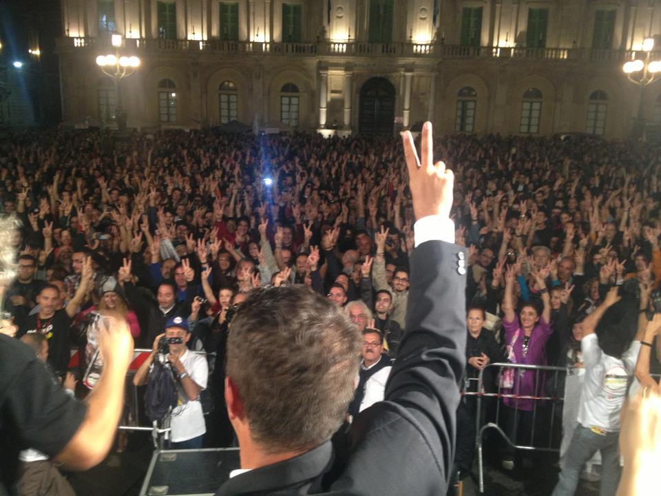 """Sicilia, un popolo in """"movimento"""". Il Movimento a 5 stelle riempie qualsiasi piazza"""