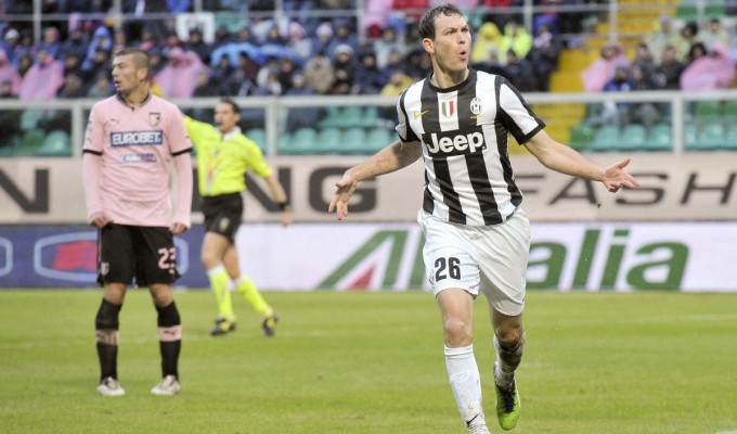 Palermo-Juventus 0-1: la Juve supera i rosanero con un gol di Lichtsteiner.