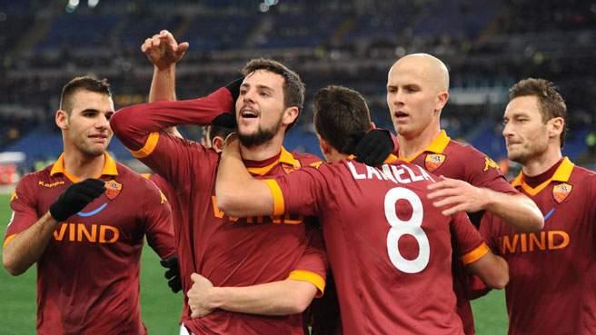Primo round ai giallorossi: all'Olimpico Roma-Inter 2-1
