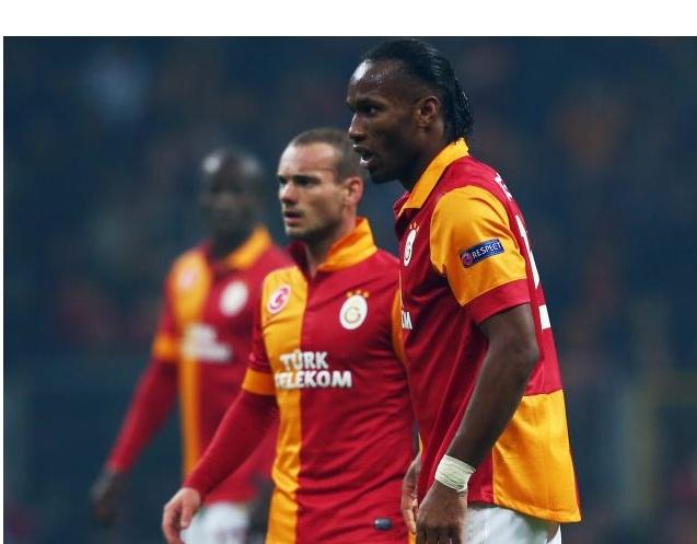 Arrembante il Galatasaray: 3-2 allo Schalke in Germania. Snejder e Drogba approdano ai quarti.
