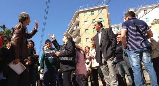 Protesta contro la chiusura del passaggio pedonale a Bagnoli