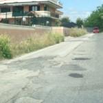 Dissesti stradali a Giugliano, ma davanti alla Nato la strada è asfaltata. La denuncia di un cittadino (VIDEO)