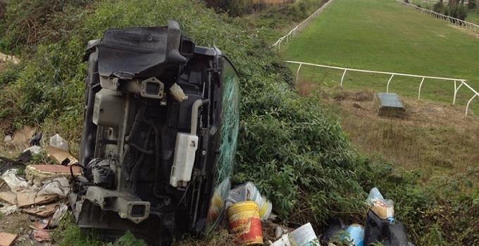 Napoli, sversamento abusivo di rifiuti dietro l'Ippodromo di Agnano