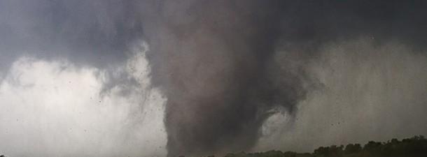 Tragedia a Oklahoma City: un devastante tornado ha distrutto il sobborgo di Moore provocando morti e feriti