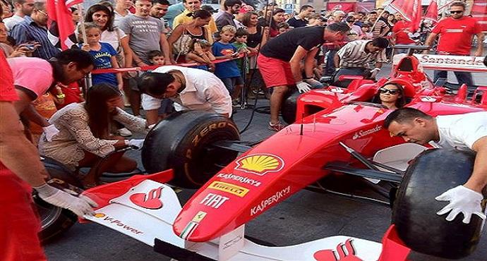 F1, sul lungomare di Napoli arrivano le Ferrari (VIDEO)