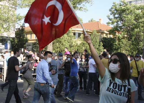 Turchia: continuano senza sosta gli scontri e le manifestazioni in tutto il Paese