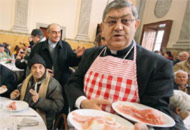Chiesa di Napoli, mense per i poveri aperte anche ad agosto