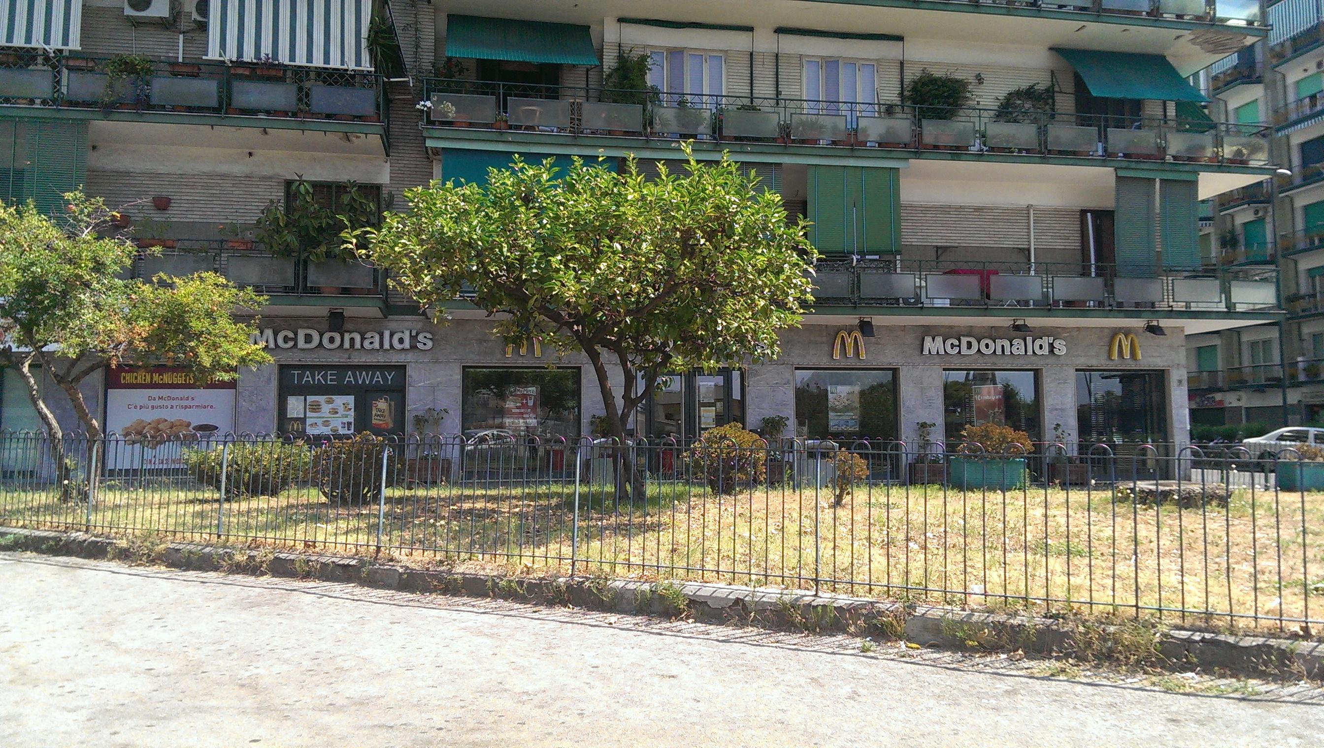 """Real """"junk"""" fast food a Fuorigrotta (FOTO)"""