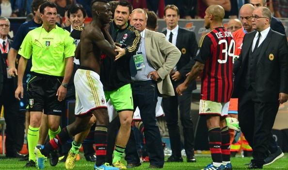 I verdetti post Milan-Napoli: tre turni a Balotelli e chiusura curva