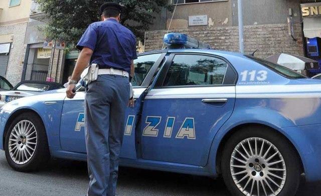 Dopo una rapina cadono dallo scooter: arrestati i due rapinatori