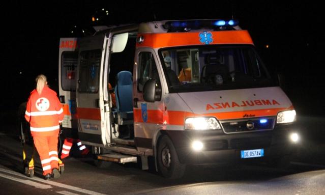Tragedia nel Napoletano, perde il controllo dell'auto e investe 6 persone: muore ragazza di 27 anni