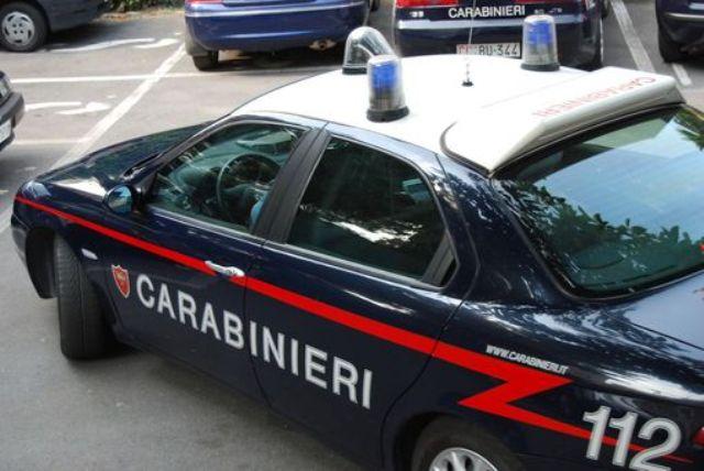 Carabinieri - Lido Castel Volturno, rapina e spari: due feriti