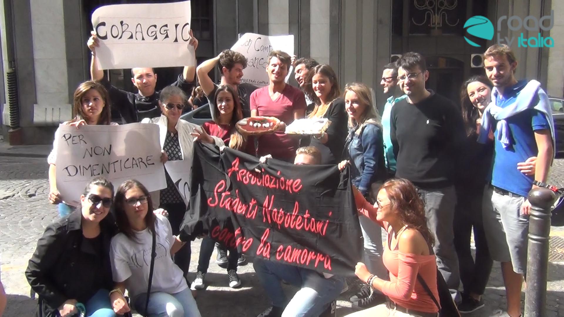 """""""Auguri Gianca'!"""" Gli Studenti Napoletani contro la Camorra festeggiano il compleanno di Giancarlo Siani (VIDEO)"""
