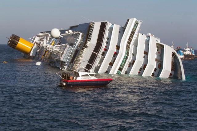 Costa Concordia: Iniziano le manovre di ribaltamento del relitto