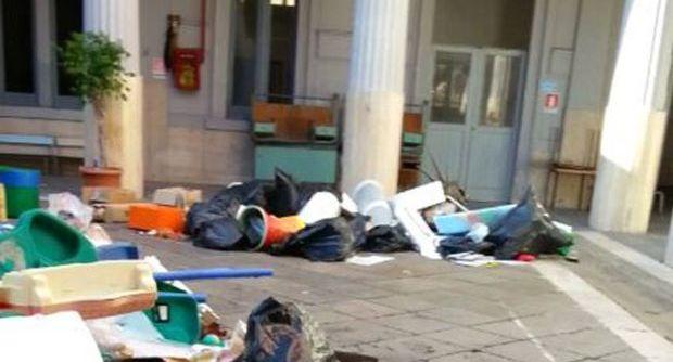 Napoli: scuola resta chiusa perchè invasa dai topi