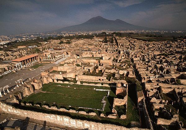 Pompei, scritta elettorale su muro degli scavi. Risale al 79 dC