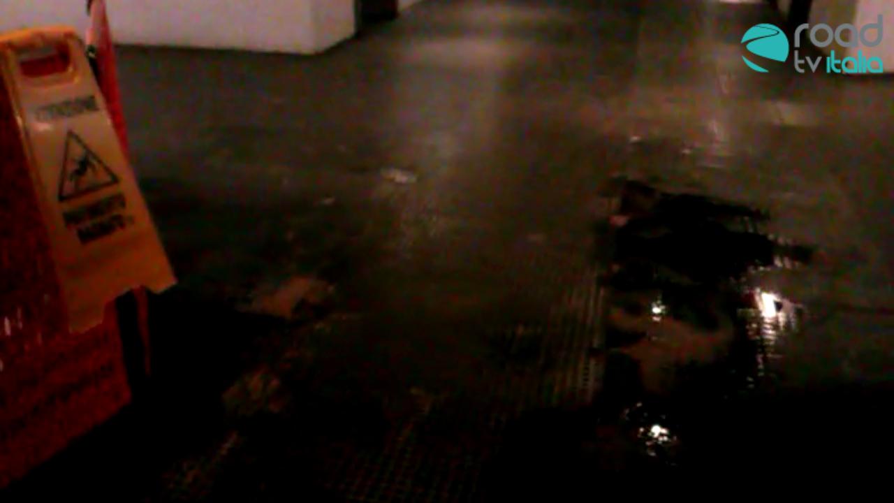 Perdita nella metropolitana del Rione Alto: disagi per i passeggeri (VIDEO)