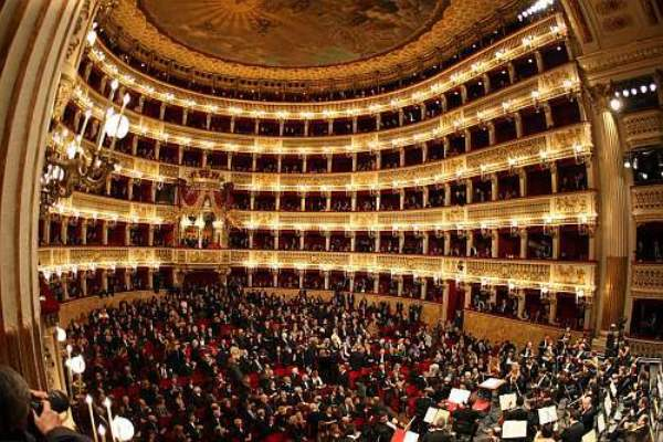 Proteste al Teatro San Carlo: salta la serata inaugurale con Napolitano