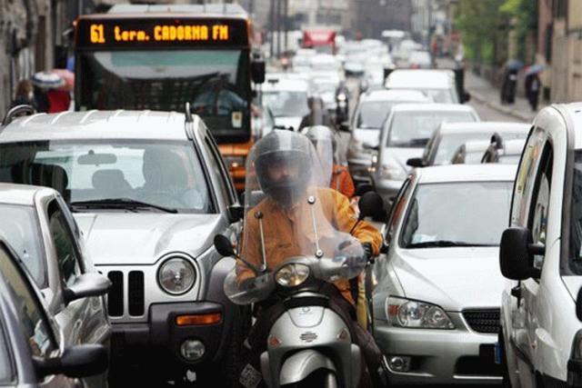 Allarme smog, il comune proroga il divieto di circolazione