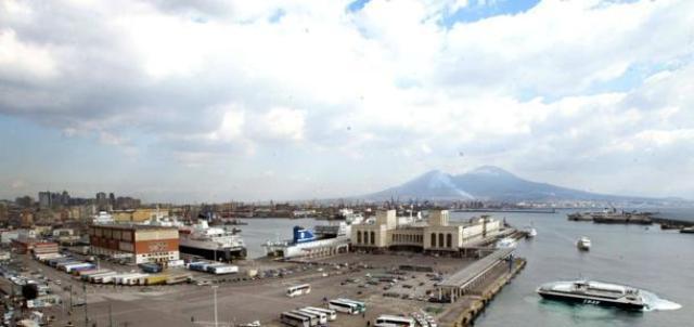 Porto di Napoli, per Caldoro è realtà di rilancio per la regione