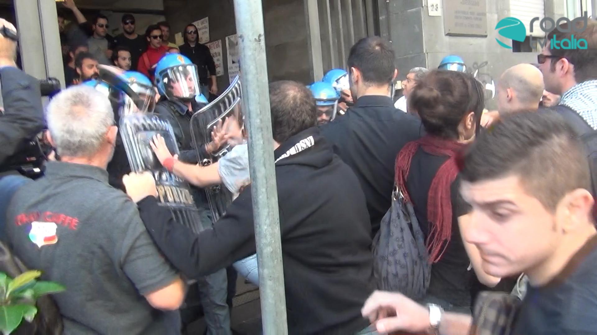 Incidenti dopo il corteo di protesta contro l'uccisione di Davide (FOTO)