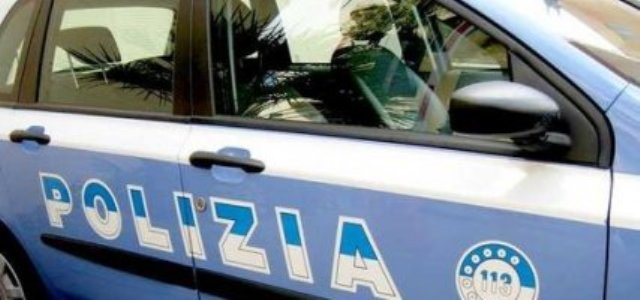 Spacciatori bloccati dalla folla a Napoli: due arresti in Piazza Bellini