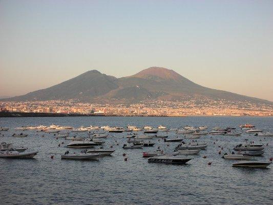 A Napoli si vive male. La città fanalino di coda d'Italia per qualità della vita