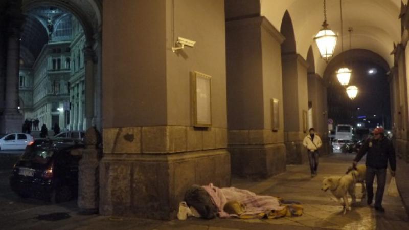Napoli, piano anti-freddo: stazioni metro aperte per accogliere i clochard