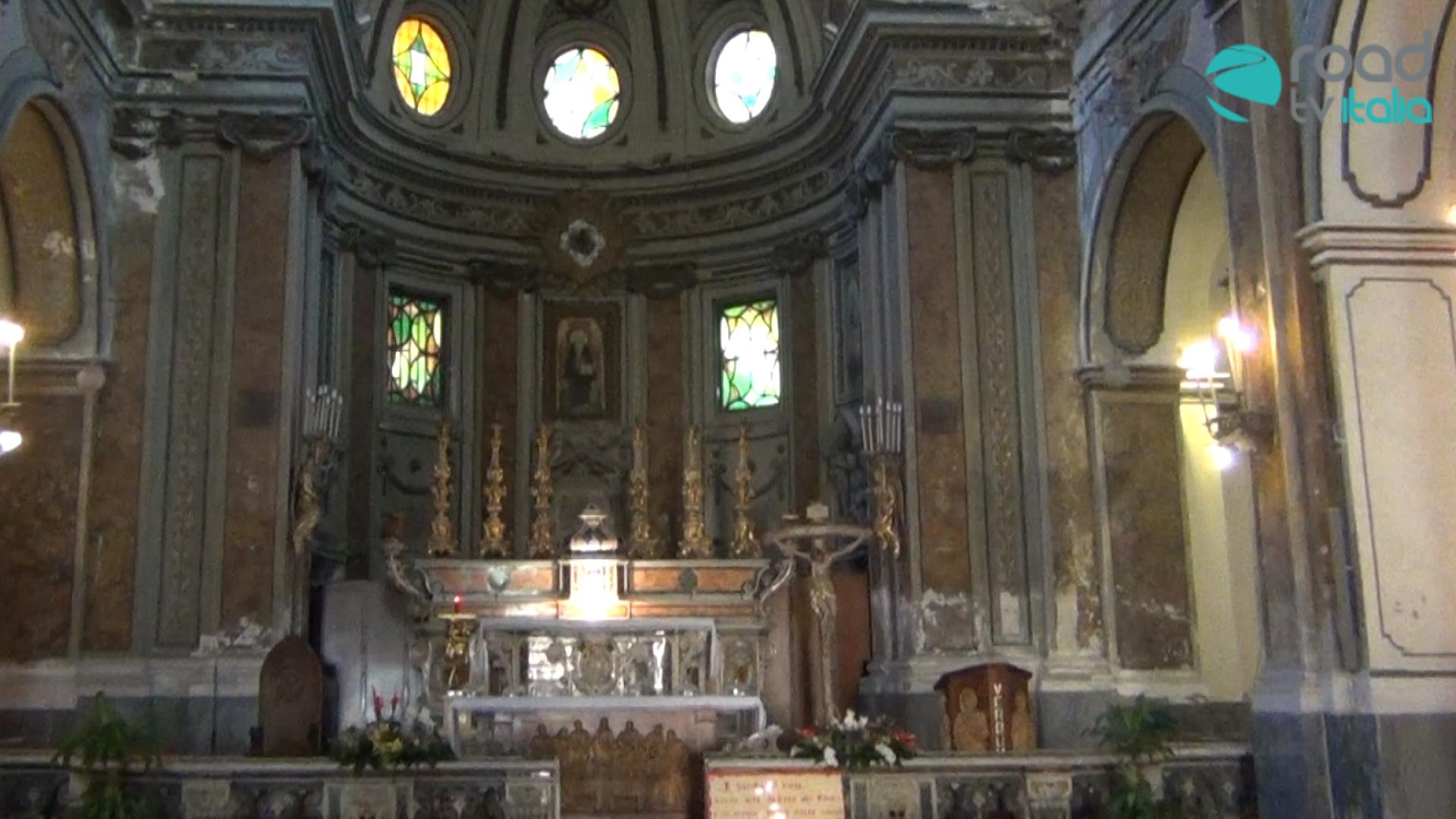 Piscinola, caduta di calcinacci in chiesa, alcune persone rimangono contuse