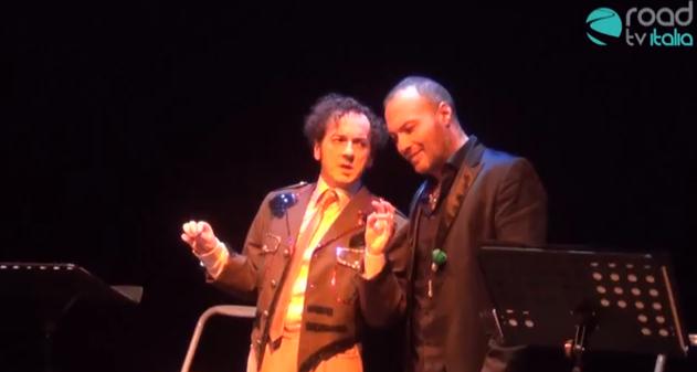 """In scena all'Elicantropo """"In pantaloni rosa e garofano verde"""", le dieci stazioni della verità omosessuale (VIDEO)"""