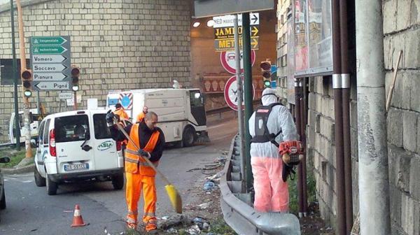 Chiusa galleria via Pigna, pulizia in corso sull'asse viario Arenella - Soccavo