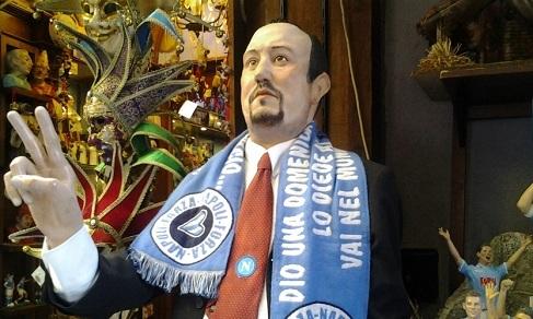 """Bottega Ferrigno, San Gregorio Armeno: """"Statua di Benitez in vendita a 2.000 euro"""" (video)"""