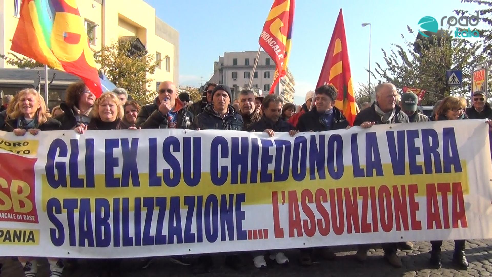 Lavoratori Ata ancora in protesta, rischiano il licenziamento collettivo (VIDEO)