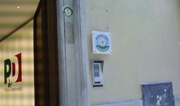 Disoccupati napoletani assaltano sede del PD a Roma. Scontri con le forze dell'ordine