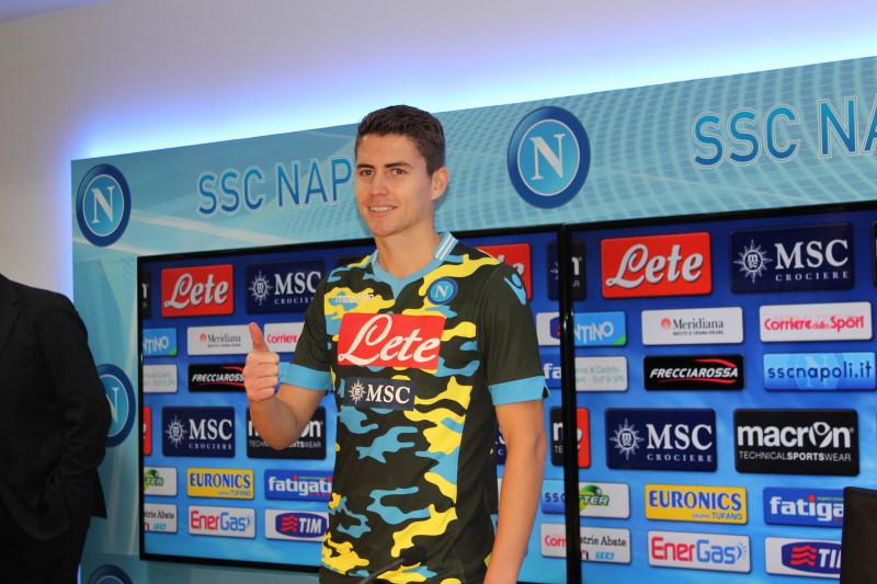 Jorginho si presenta al Napoli
